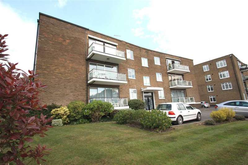 4 Bedrooms Apartment Flat for sale in Holmebury Close, Hive Road, Bushey Heath