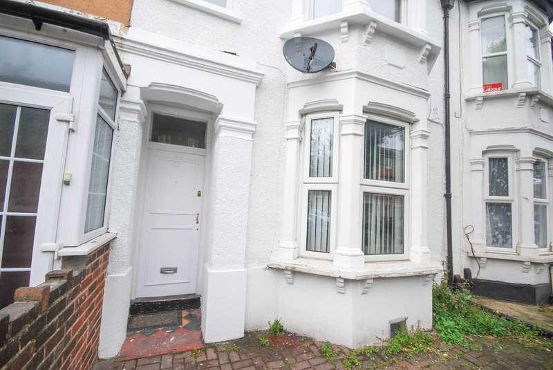 2 Bedrooms Flat for sale in Claude Road, Leyton