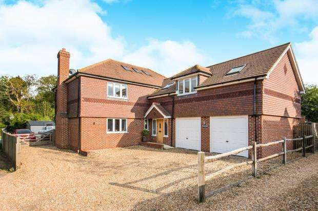 4 Bedrooms Detached House for sale in Bucks Horn Oak, Farnham, Surrey