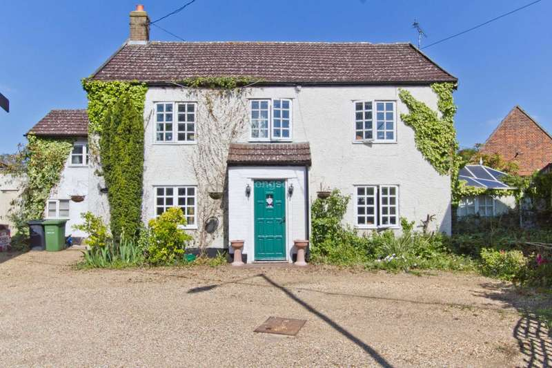 4 Bedrooms Detached House for sale in Dereham Road, Watton