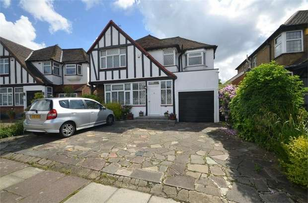 4 Bedrooms Detached House for sale in Parkside Drive, Edgware, HA8, Middlesex