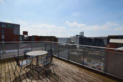 2 Bedrooms Flat for sale in Quay One, Neptune Street, Leeds, West Yorkshire