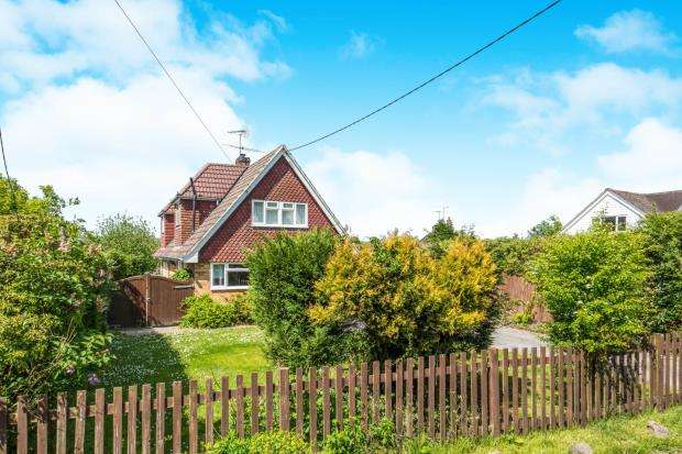 4 Bedrooms Detached House for sale in Bentley, Farnham, Hampshire