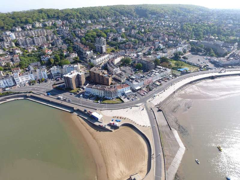 2 Bedrooms Flat for sale in Knightstone Causeway, Weston Super Mare