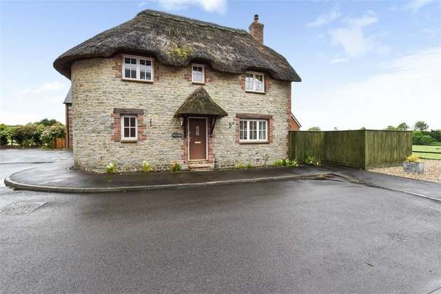 4 Bedrooms Detached House for sale in Blackmore Vale Close, Templecombe, Somerset