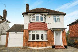 3 Bedrooms Detached House for sale in Winn Road, London