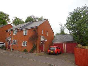 3 Bedrooms Semi Detached House for sale in Almond Court, Chartham, Canterbury