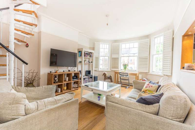 3 Bedrooms Flat for sale in Sarre Road, West Hampstead, NW2