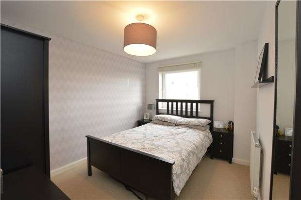 2 Bedrooms Flat for sale in 24c Wylington Road, Frampton Cotterell, BRISTOL, BS36 2FN
