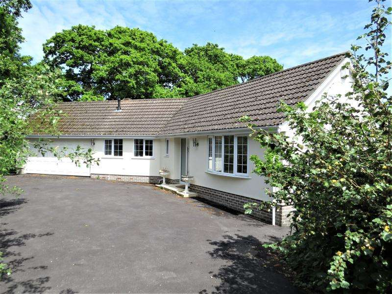 3 Bedrooms Bungalow for sale in Large Bungalow in Lovely Location