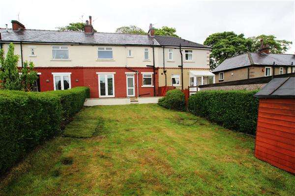 3 Bedrooms Town House for sale in Grange Avenue, Holmfield, Halifax