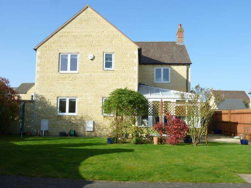 4 Bedrooms Detached House for sale in Fairfield Place, Carterton, Oxon