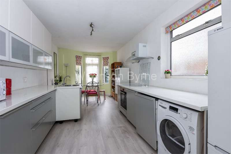 3 Bedrooms Terraced House for sale in Kirkstall Avenue, West Green