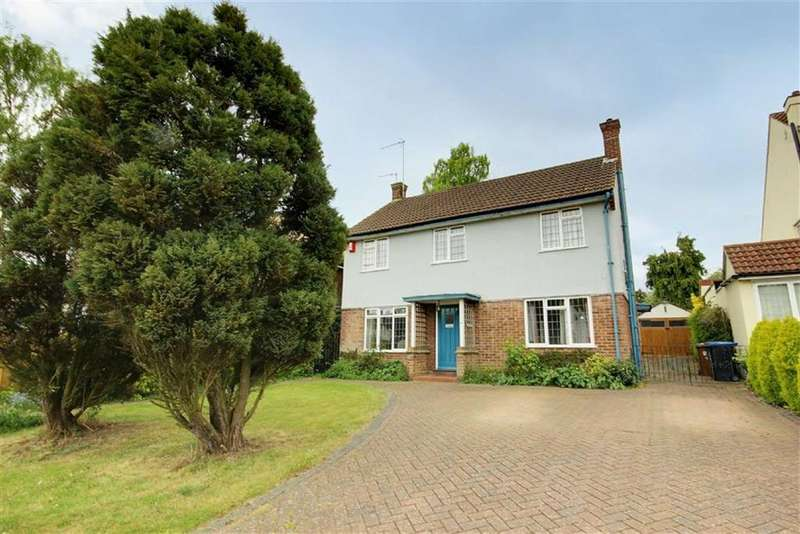 4 Bedrooms Detached House for sale in Calder Avenue, Brookmans Park, Hertfordshire
