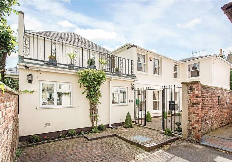 3 Bedrooms Mews House for sale in Highbury Mews, Cheltenham, Gloucestershire, GL52