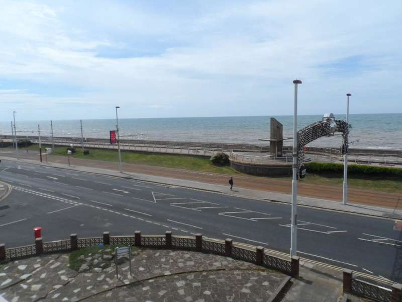 2 Bedrooms Property for sale in 54 Crescent Court, Blackpool, FY4 1ST