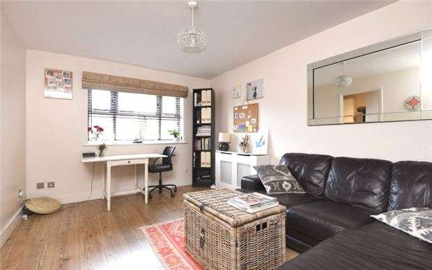 1 Bedroom Flat for sale in Massingberd Way, LONDON, SW17
