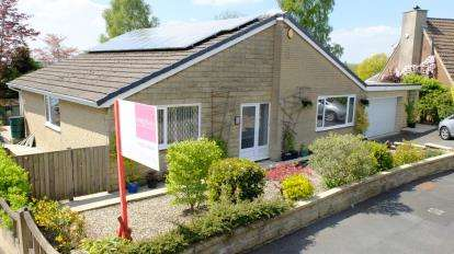 3 Bedrooms Bungalow for sale in Yewlands Drive, Burnley, Lancashire
