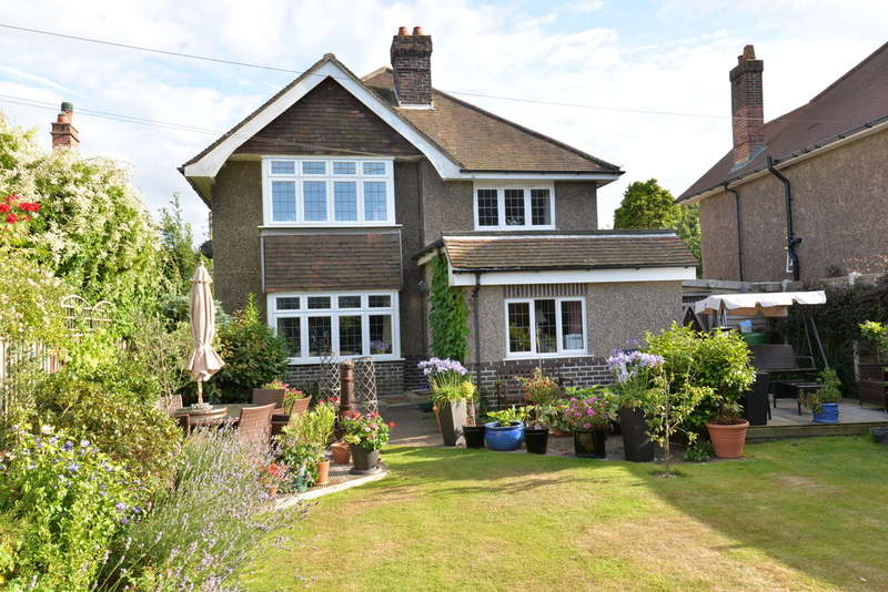 4 Bedrooms Detached House for sale in Dilly Lane, Barton on Sea