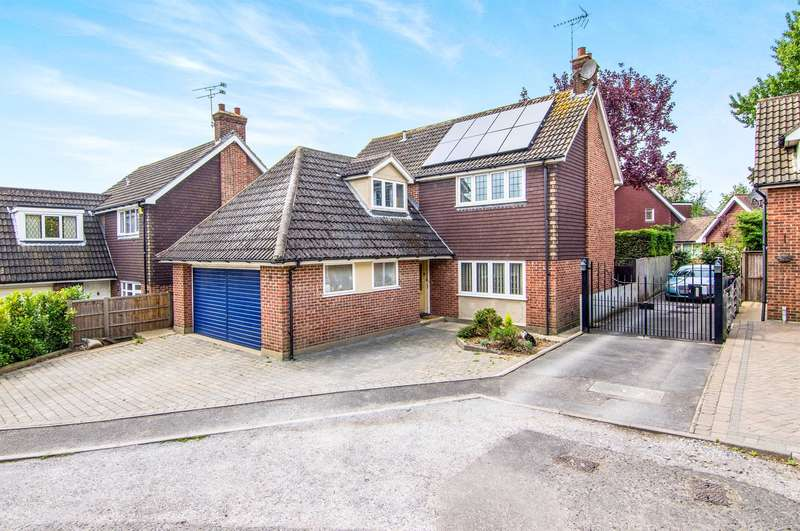4 Bedrooms Detached House for sale in Thomas Close, Brentwood, CM15