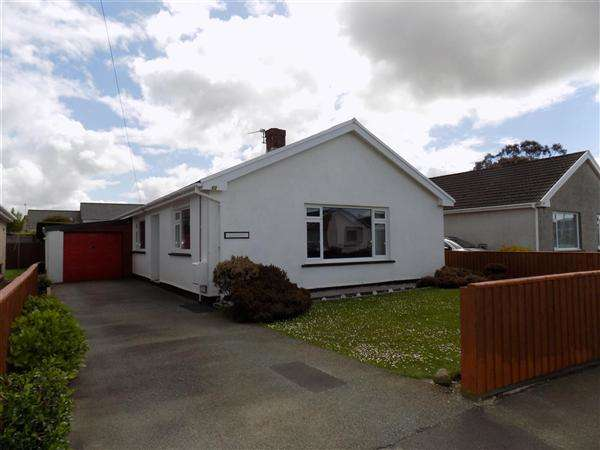 3 Bedrooms Bungalow for sale in Greenhill Crescent, Haverfordwest