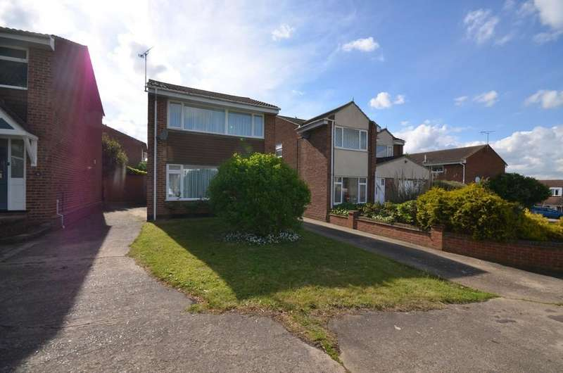 3 Bedrooms Detached House for sale in Rayleigh Close, Braintree