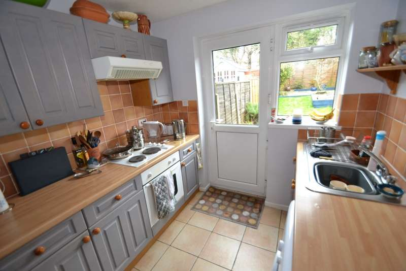 3 Bedrooms Terraced House for sale in Stratton