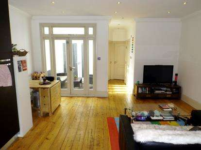 2 Bedrooms Flat for sale in Hornsey Road, London