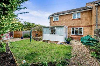 3 Bedrooms Terraced House for sale in Heather Gardens, Bedford, Bedfordshire, .