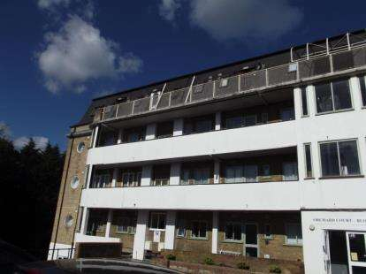 1 Bedroom Flat for sale in Orchard Court, Stonegrove, Edgware, Middlesex
