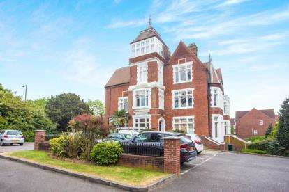 2 Bedrooms Flat for sale in Buckle Court, Ruddock Close, Edgware, Middlesex