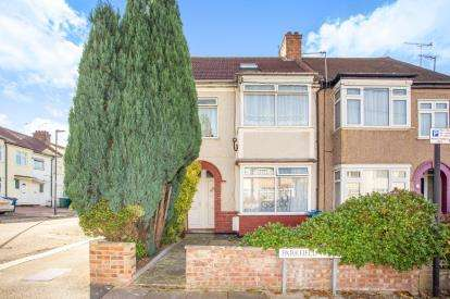 3 Bedrooms Flat for sale in Parkfield Road, Harrow, Middlesex