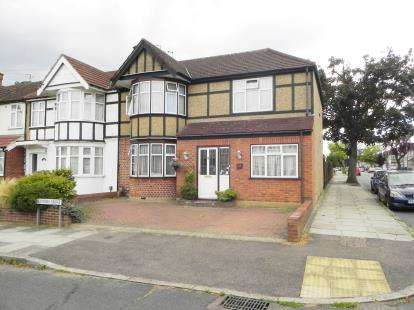 4 Bedrooms Semi Detached House for sale in Hunters Grove, Harrow