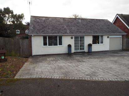 2 Bedrooms Bungalow for sale in Fir Close, Stevenage, Hertfordshire
