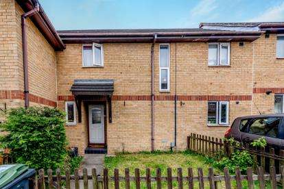 3 Bedrooms Terraced House for sale in Underwood Close, Luton, Beds