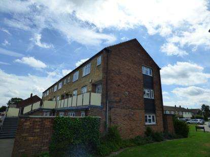 2 Bedrooms Maisonette Flat for sale in Wood Green Way, Cheshunt, Waltham Cross, Hertfordshire