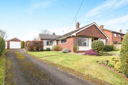 3 Bedrooms Bungalow for sale in Wadborough Road, Littleworth, Worcester, Worcestershire