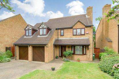 5 Bedrooms Detached House for sale in Little Meadow, Loughton, Milton Keynes