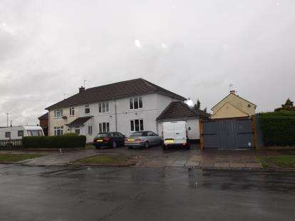 4 Bedrooms Semi Detached House for sale in Sturdee Road, Leicester