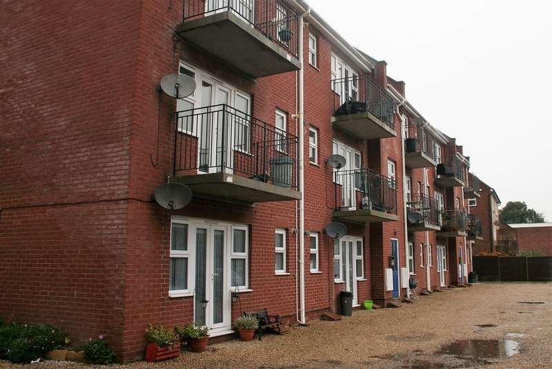 2 Bedrooms Flat for sale in Flat 2 Albemarle House Harwich CO12 3HL