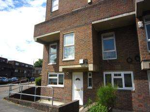 3 Bedrooms Maisonette Flat for sale in Maxey Road, Plumstead, London, Uk