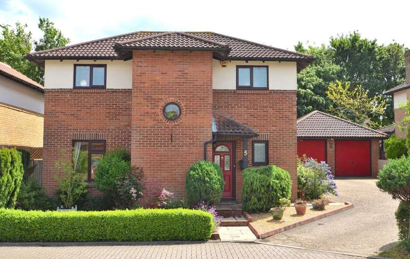 3 Bedrooms Detached House for sale in Brockhampton, Downhead Park