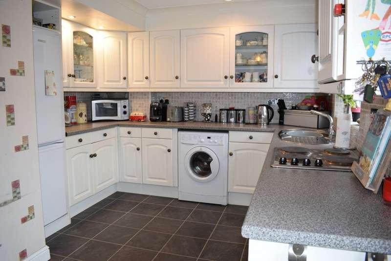 3 Bedrooms Semi Detached House for sale in Lucks Way, Marden, Tonbridge
