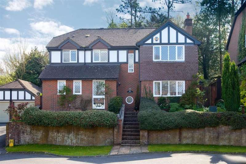 4 Bedrooms House for sale in Bishops Drive, East Harnham