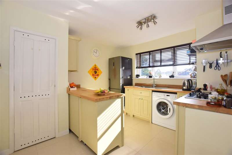 2 Bedrooms Apartment Flat for sale in Hilltop View, Woodford Green, Essex