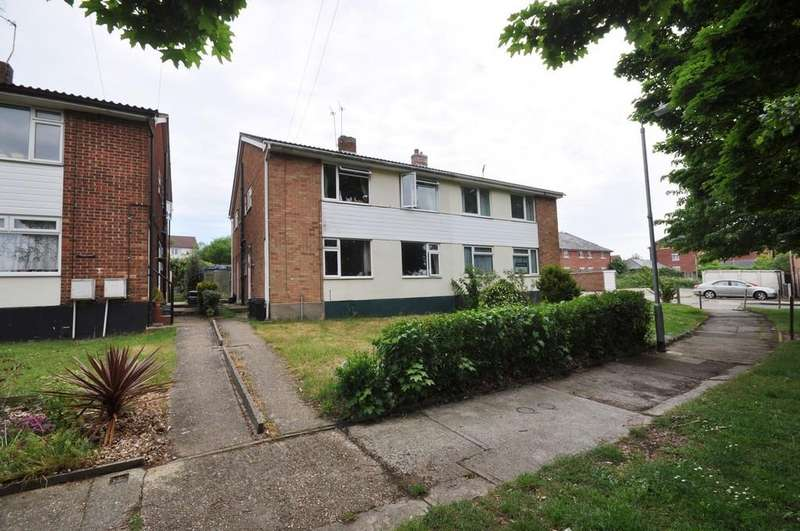 2 Bedrooms Maisonette Flat for sale in Romford Close, Colchester