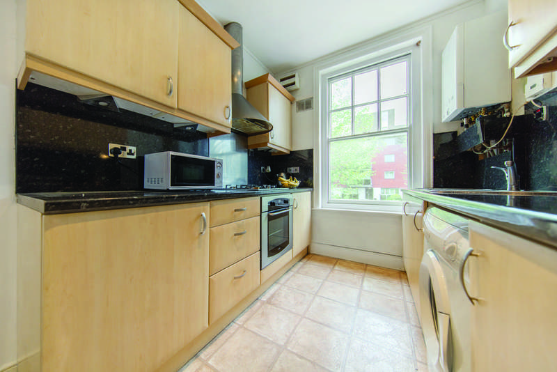 3 Bedrooms Flat for sale in Streatham High Road, SW16