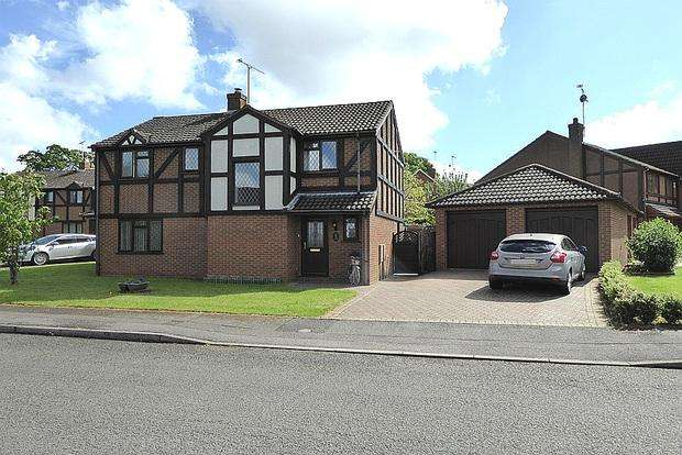 4 Bedrooms Detached House for sale in Thames Road, East Hunsbury, Northampton, NN4