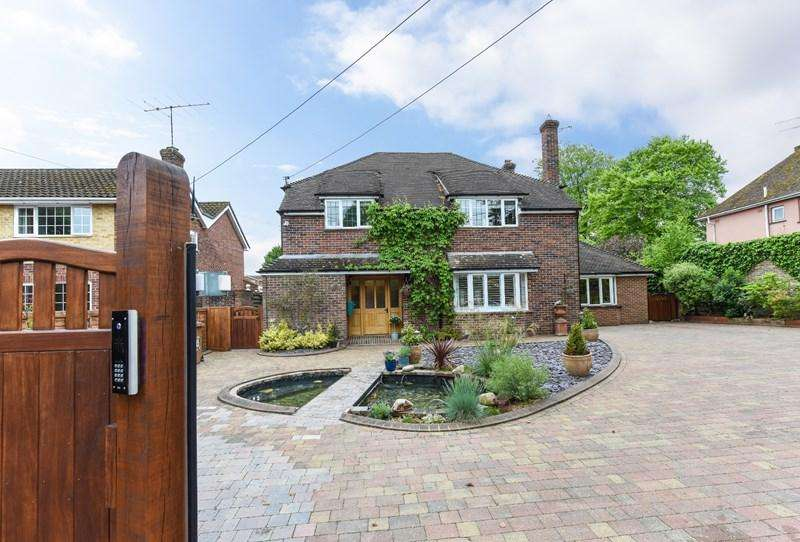5 Bedrooms Detached House for sale in Winchester Road, Andover
