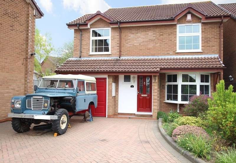 3 Bedrooms Detached House for sale in Fernhurst Road, Calcot, Reading, RG31